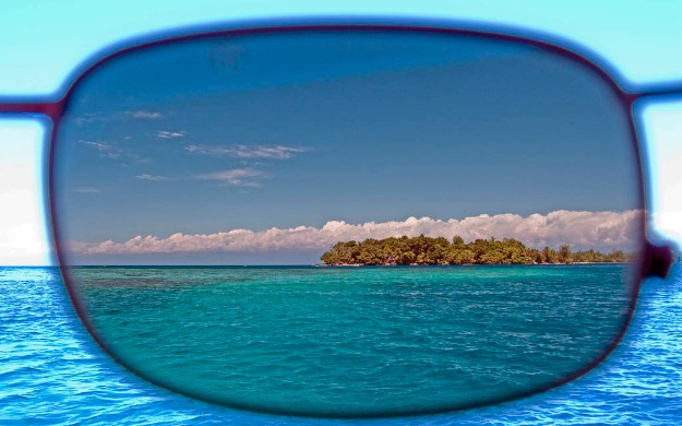 http://www.shadesdaddyblog.com/wp-content/uploads/2012/09/Polarized_Sunglasses_Lens_ShadesDaddy.jpeg