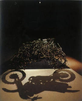 Shigeo Fukuda, Lunch with a Helmut On, 1987